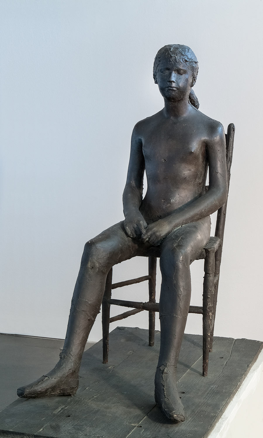 Giacomo-Manzu#U0300-Bambina-sulla-sedia-1955-fusione-in-bronzo